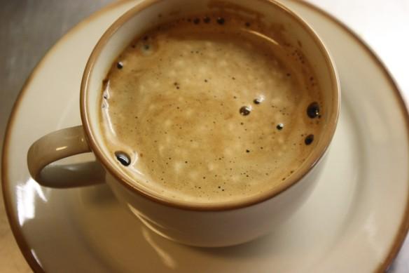 mandelmjölk i kaffe